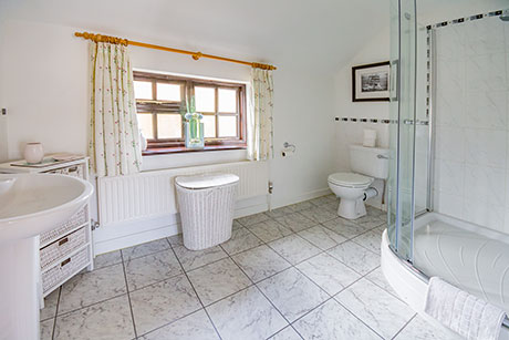 Woodview Cottage Bathroom